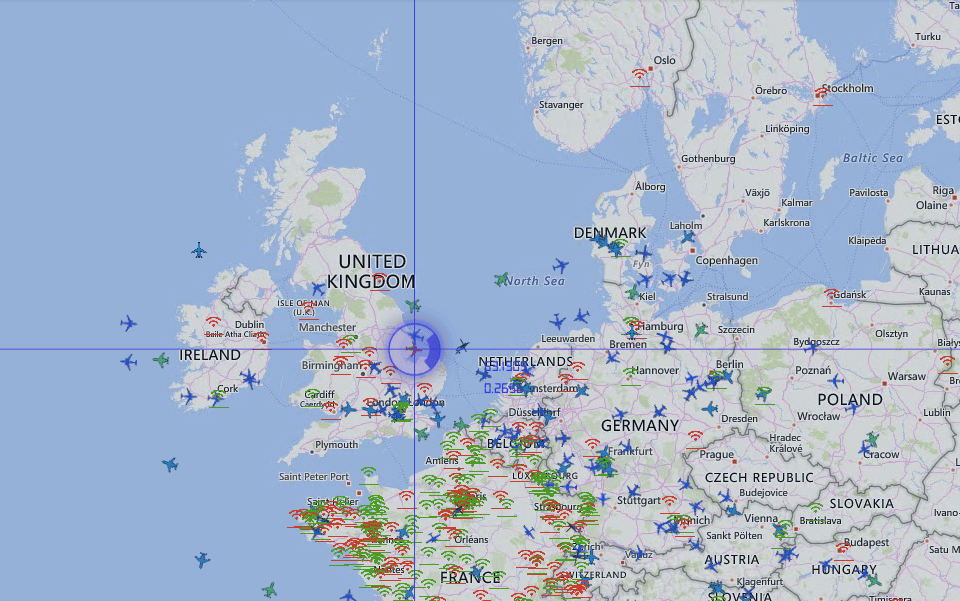 RadarVirtuel - a map section shows flight movements in real time.