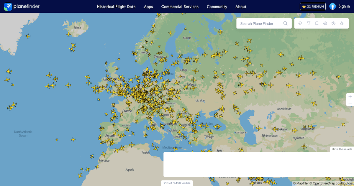 "A map section of the flight radar provider ""Plane Finder""."