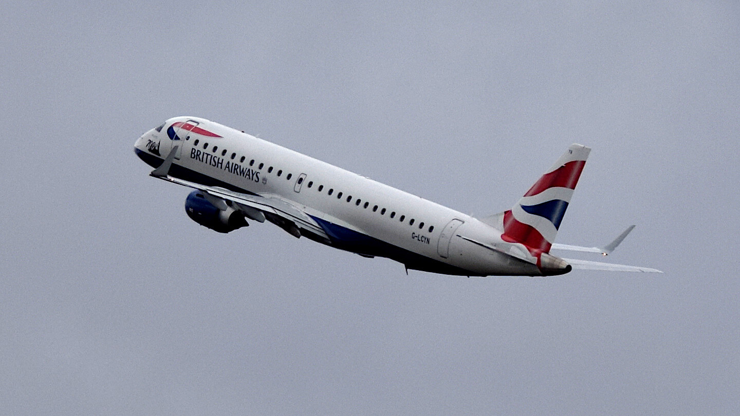 Already trackable at Plane-Finder: A British Airways aircraft at take-off.