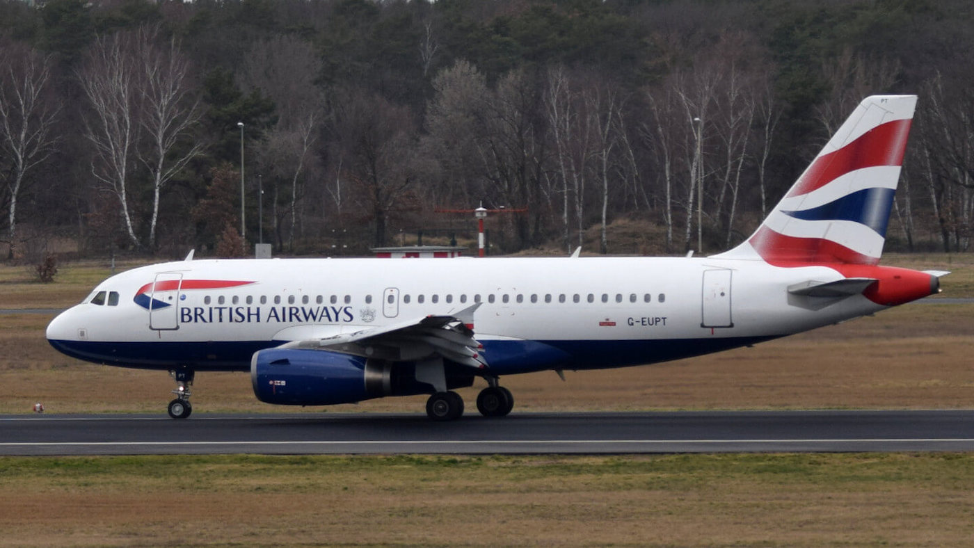 A British Airways aircraft on the tarmac. Only after take-off are aircraft digitally visible on Radarbox.