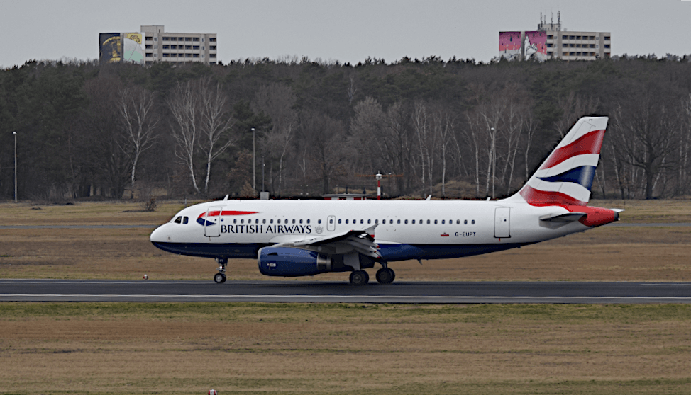 Flighradar Airlines: This British Airways machine is shown on most radars.